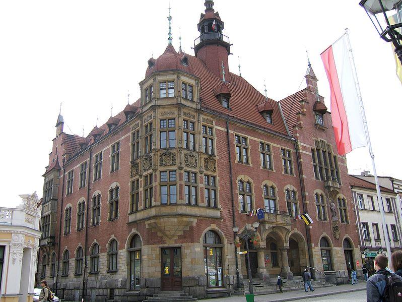 Plik:Town hall Tarnowskie Gory.jpg