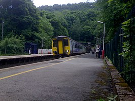Train on Grindleford Railway Station - geograph.org.uk - 1086923.jpg