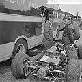 Training Zandvoort Grand Prix, Jim Clark met een monteur bij zijn Lotus, Bestanddeelnr 917-9723.jpg