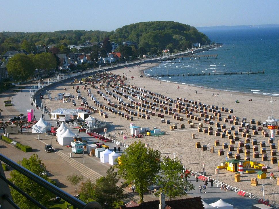 Travem%C3%BCnde-strandpromenade-strand-ostsee