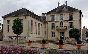 Trevieres mairie.jpg