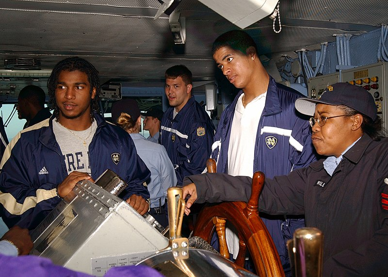 File Us Navy 021230 6651n N 001 Participants In The 2003 Toyota Gator Bowl The Quot Fighting Irish