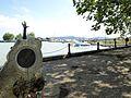 Un monumento lungo il lago - panoramio.jpg