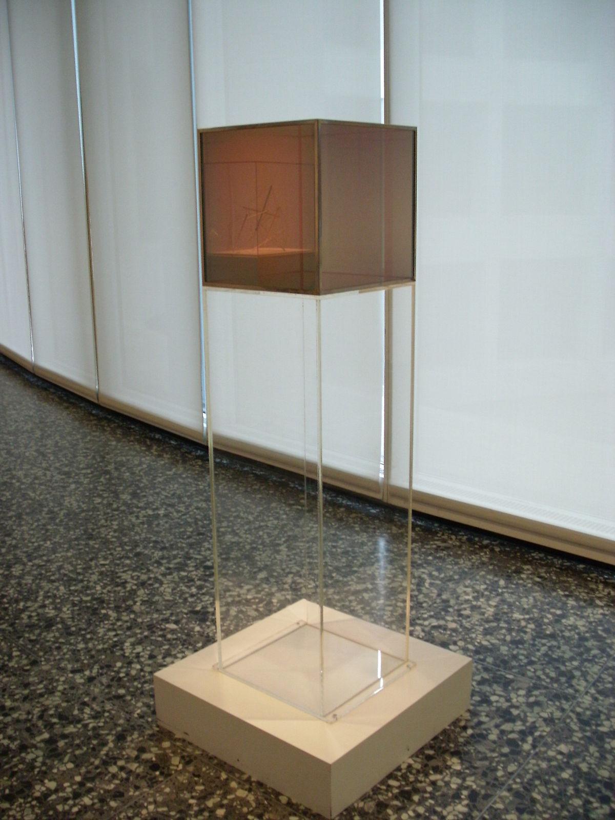 Larry bell artist wikipedia for Minimal art installation