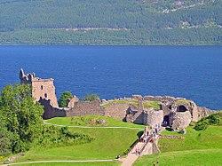 Urquhart Castle (2499058382).jpg