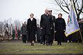 Vainagu nolikšanas ceremonija Rīgas Brāļu kapos (15579676080).jpg