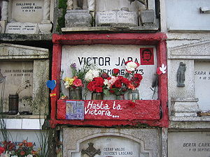"Víctor Jara - Víctor Jara's grave in the General Cemetery of Santiago. The note reads: ""'Till Victory!"""