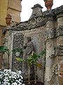 Villa la pietra, pomario, muro di cinta, nicchia.JPG