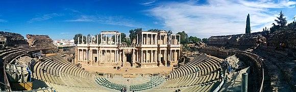 Vista panorámica del Teatro Romano de Mérida.jpg