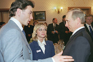 Anton Sikharulidze - Berezhnaya and Sikharulidze meet Russian President Vladimir Putin at a meeting of Olympic athletes in March 2002