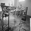 Voorbereiding tentoonstelling in Stedelijk Museum, Bestanddeelnr 912-1973.jpg