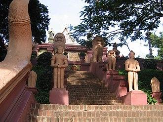 Wat Phnom - Image: Wat Phnom Phnom Penh 2005 4