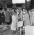 Watersnoodramp 1953. Koningin Juliana bezoekt Nieuw-Vossemeer, Bestanddeelnr 905-6102.jpg
