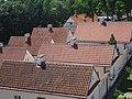Widok na dziedziniec z eremami (pokamedulski klasztor w Wigrach) 6.jpg