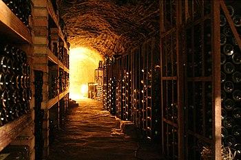 Una cantina di invecchiamento del vino
