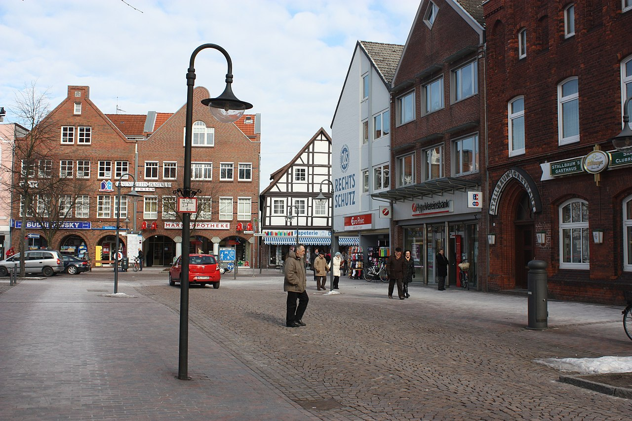 File:Winsen (Luhe), the town square.jpg - Wikimedia Commons