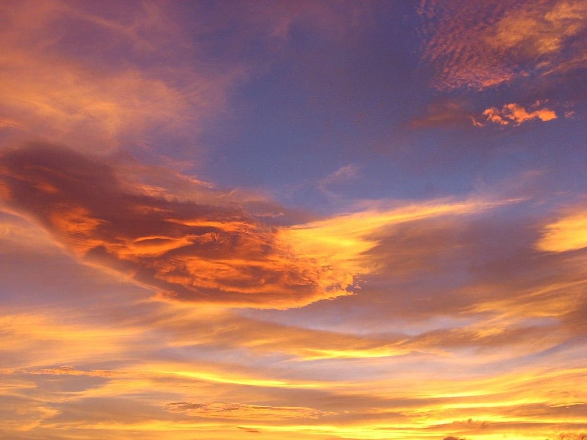 青空が残る夕焼け