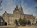 Zicht op topgevels en ronde toren met achtzijdige bovenbouw en knobbelspits - 's-Gravenhage - 20396172 - RCE.jpg