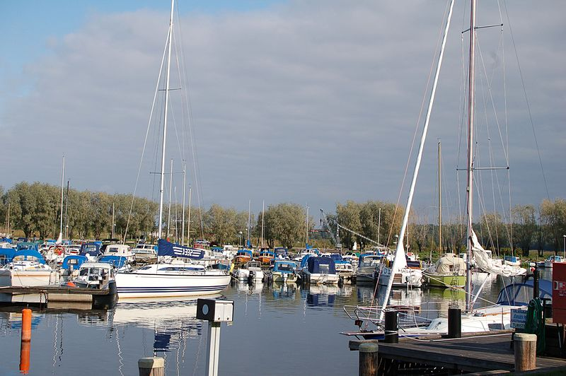 File:Åmåls småbåts hamn - panoramio.jpg
