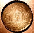 Şirvanşahlar sarayında orta əsrlərə aid bədii təsvirli gümüş tabaq.JPG