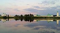Вид на Александро-Свирский монастырь с берега Рощинского озера.jpg