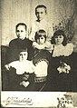 Лев Владимирович Анципо-Чикунский (в центре) с братьями и сестрами.jpg