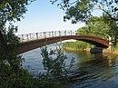 Стрельна. Портовый канал, пешеходный мост02.jpg