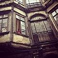 نوافذ بيت في الروضة بدمشق.jpg