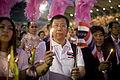 นายกรัฐมนตรี กล่าวขอบคุณประชาชนทุกจังหวัดและร่วมร้องเพ - Flickr - Abhisit Vejjajiva (5).jpg