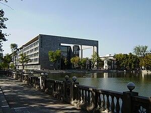 Nankai University - Image: 天津南开大学第二主教学楼3