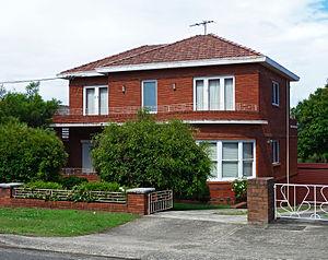 Blakehurst, New South Wales - Image: 10 Castle Street, Blakehurst, New South Wales (2010 12 17)