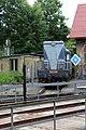 13.Lokomotiva T 435 0114 - číslo 714120-8 modrá pohled zepředu na čelo stroje přes točnu - nádraží Benešov - historické.JPG
