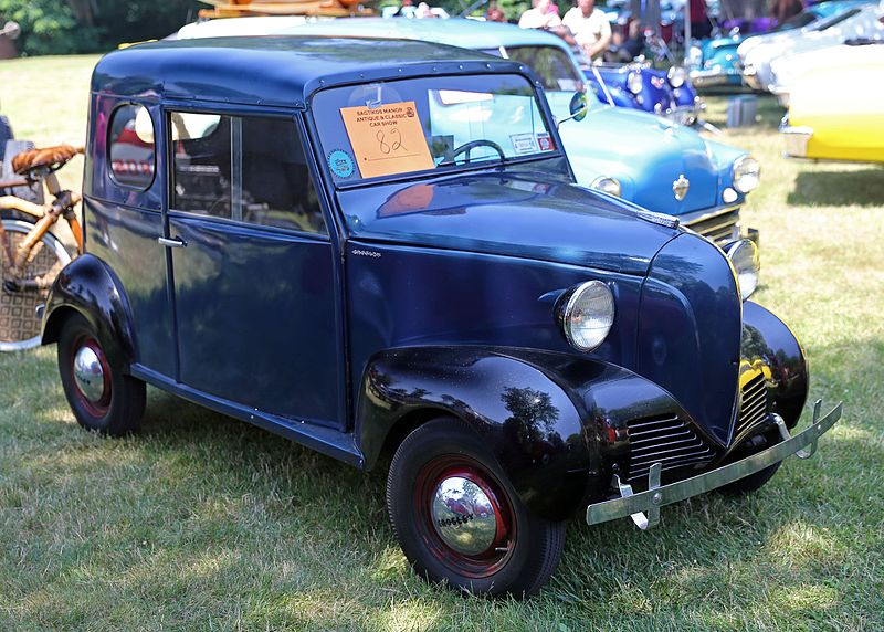 File:1942 Crosley CB-42 Liberty Sedan, front right.jpg