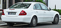 2002-2005 Mercedes-Benz E 320 (W211) Elegance sedan (2011-11-08) 02.jpg