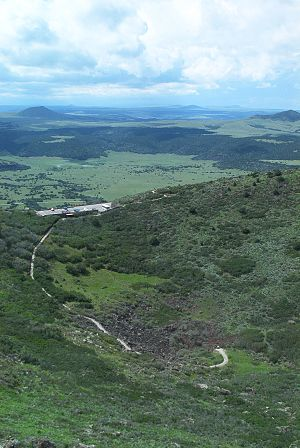 Capulin Volcano National Monument - Image: 2004 08 Capulin Volcano path to crater floor
