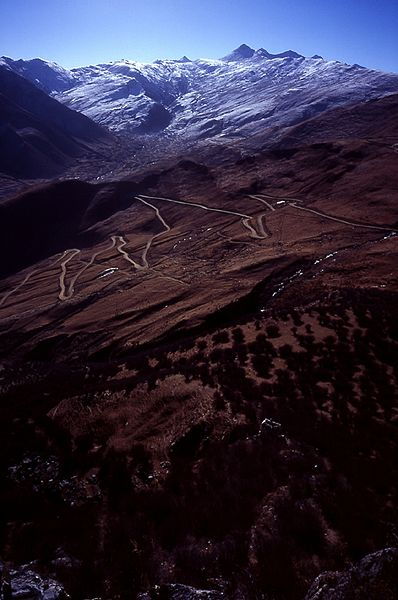 File:2005 Road toGandenMonastery Tibet.jpg