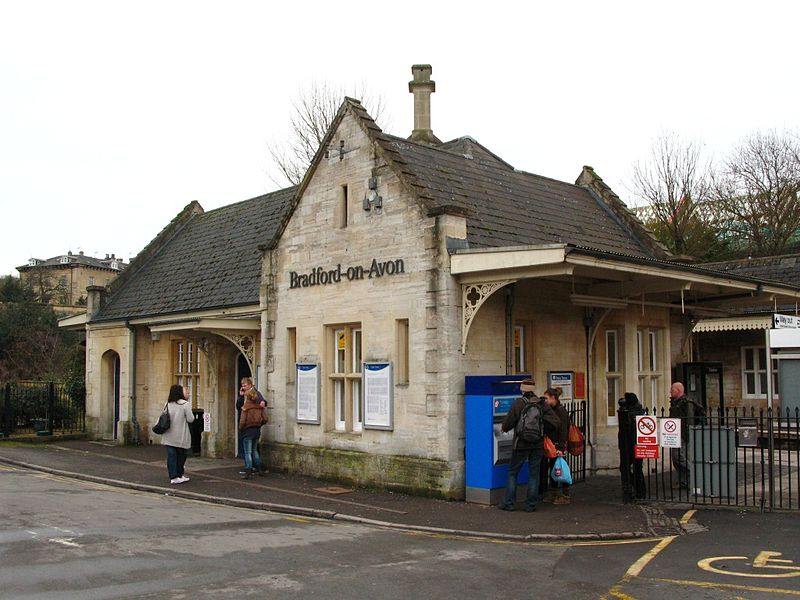 File:2010 at Bradford-on-Avon station - main building.jpg