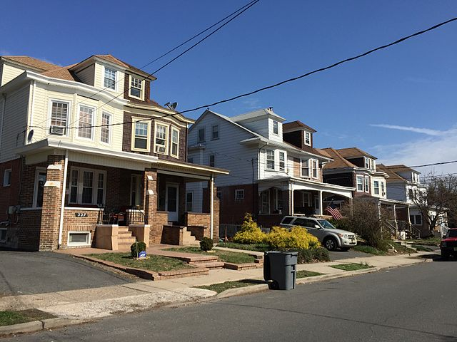 File 2015 04 13 10 10 47 homes along hillcrest avenue in for New jersey home builders