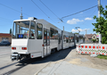 2019-06-02 Madlow, tram 130 stopped at temporary platform.png