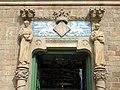 250 Hospital de Sant Pau, edifici d'Administració, façana sud-est, timpà ceràmic.JPG