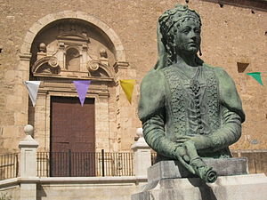 Maria de Luna - Statue of Maria de Luna outside the Church of St. Martin, Segorbe