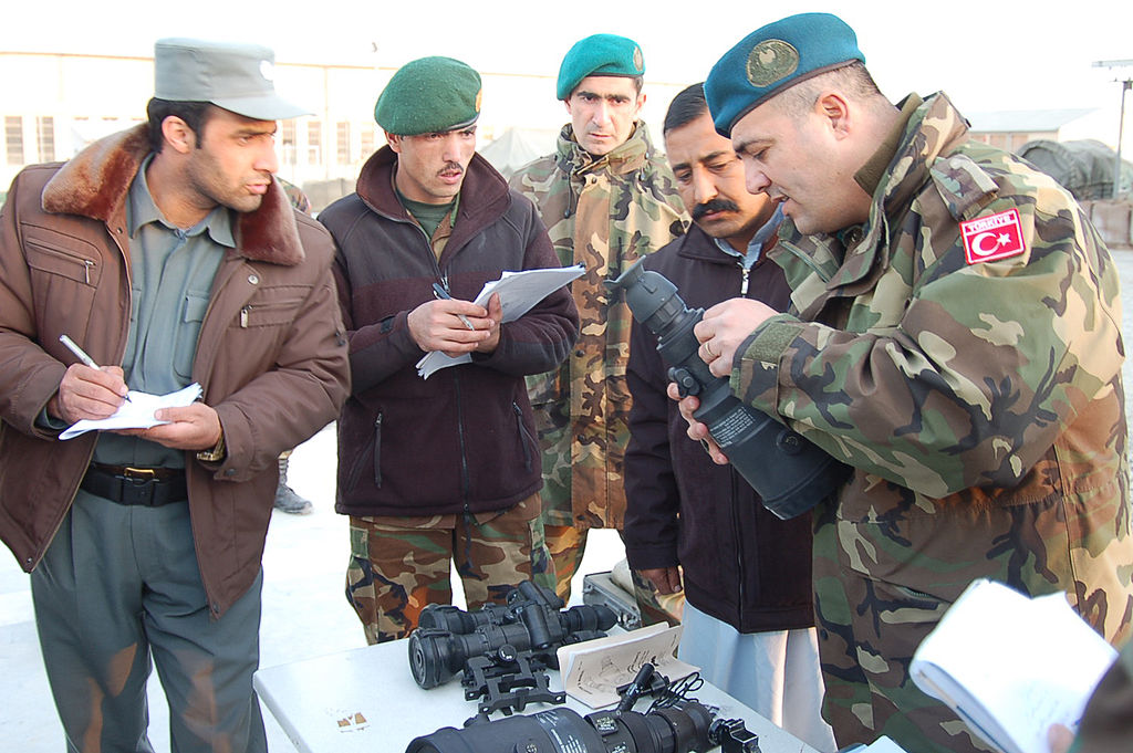 Afghan police and army personnel receive training from a Turkish officer 2