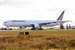 Air France, F-GSQL, Boeing 777-328 ER (30497783293).jpg