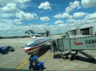 File:Airport jetway gate.ogv
