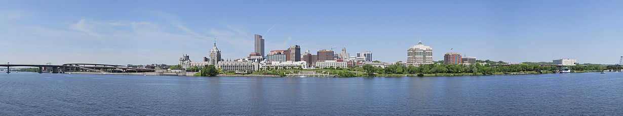 A picture of the Albany skyline in the afternoon.