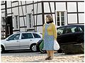 Alltagsfrau im Kreisverkehr - panoramio.jpg