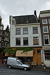 foto van Hoekhuis met voorgevel aan de torensteeg: gevel onder rechte lijst met consoles