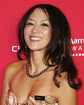"""Hoklo people in the United States - The """"tiger mother"""" Amy Chua grew up speaking Philippine Hokkien (Lân-lâng-oé; 咱儂話) at home"""