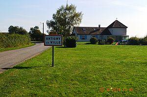 Antigny-la-Ville - Image: Antigny la Ville Entry