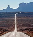 Approaching Monument Valley (in color) (8226434484).jpg